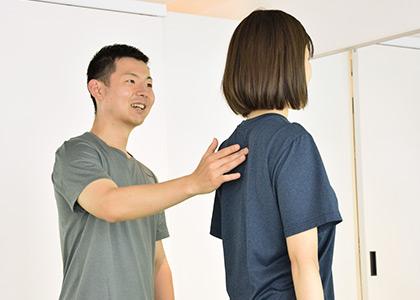 姿勢を整えることで痩せやすく、肩こり・腰痛の出にくい身体に。